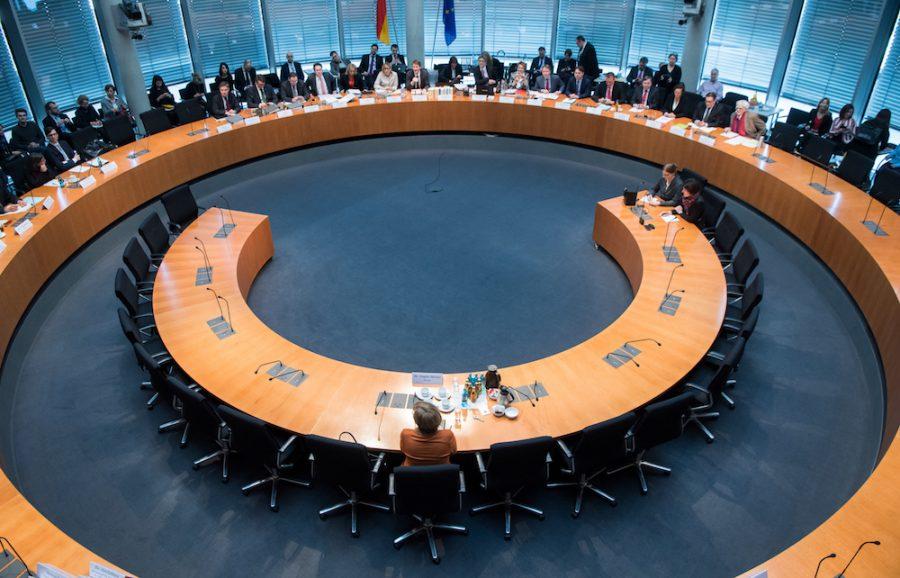 Bundeskanzlerin Angela Merkel auf Wilkhahn Bürostuhl