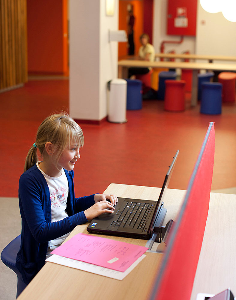 farbenfroh Kinderkrankenhaus gesundheitsfördernd Wilkhahn-Drehstuhl ON